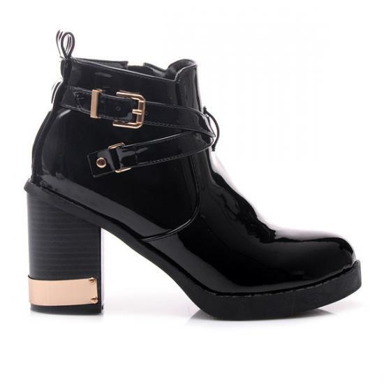 ČERNÉ LAKOVANÉ KOTNÍČKOVÉ BOTY R135B - Fashion Boty Barva: černá, Velikost: 39