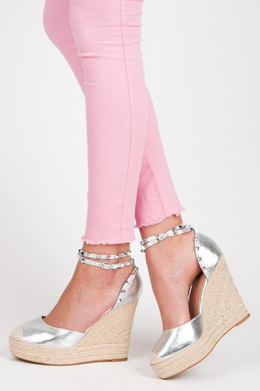 Dámské sandály na klínu se cvoky LL92S - Kayla Barva: stříbrná, Velikost: 39