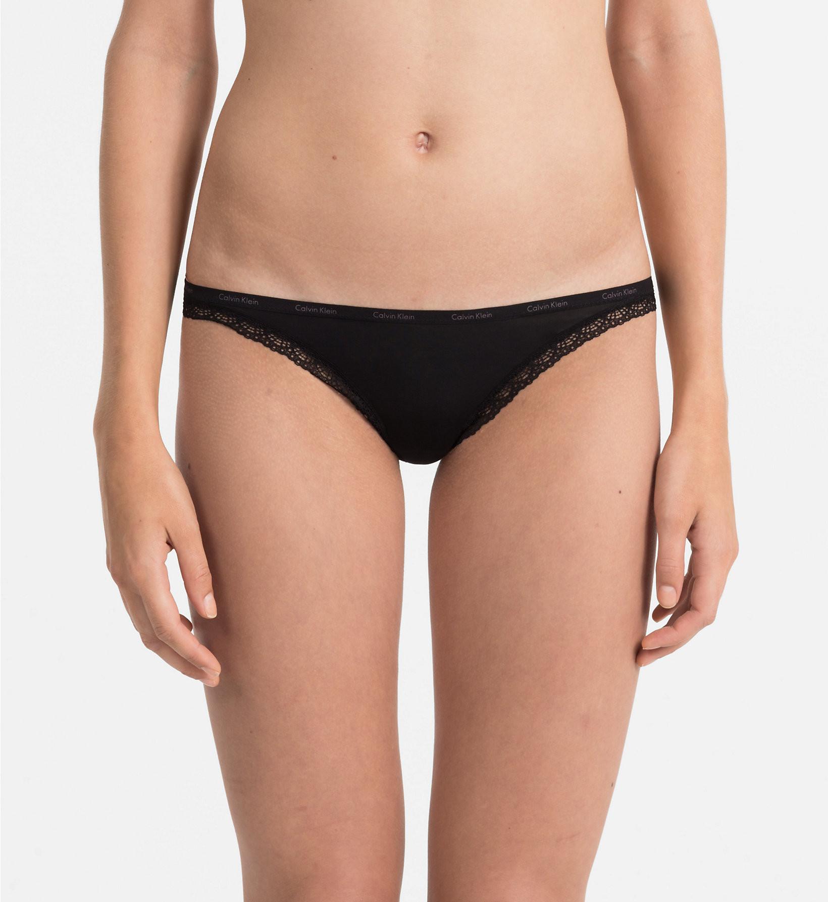 Tanga D3445E-001 černá - Calvin Klein Barva: černá, Velikost: M