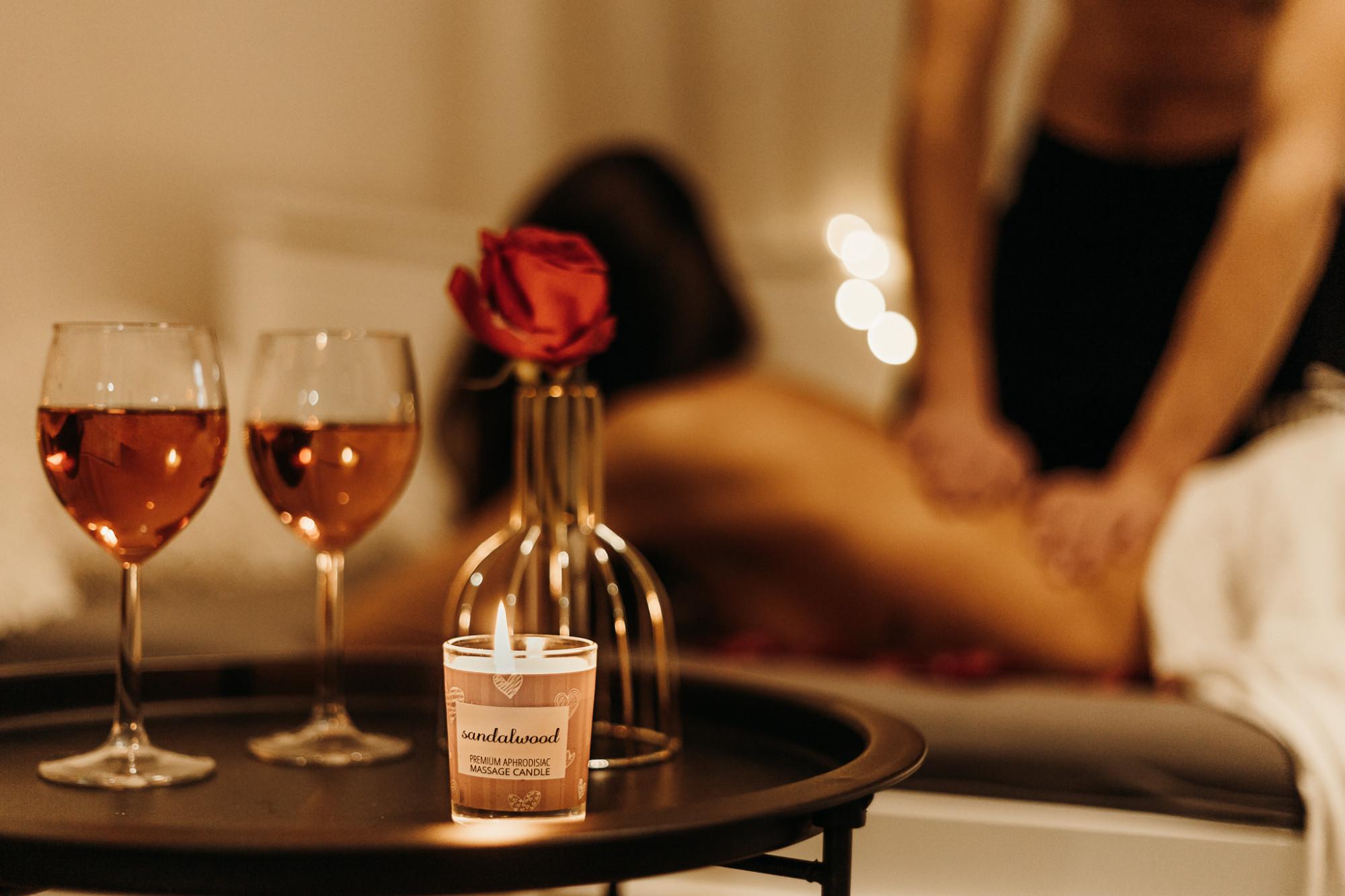 Masážní svíčka na tělo Enjoy it! Orange and cinnamon - Magnetifico
