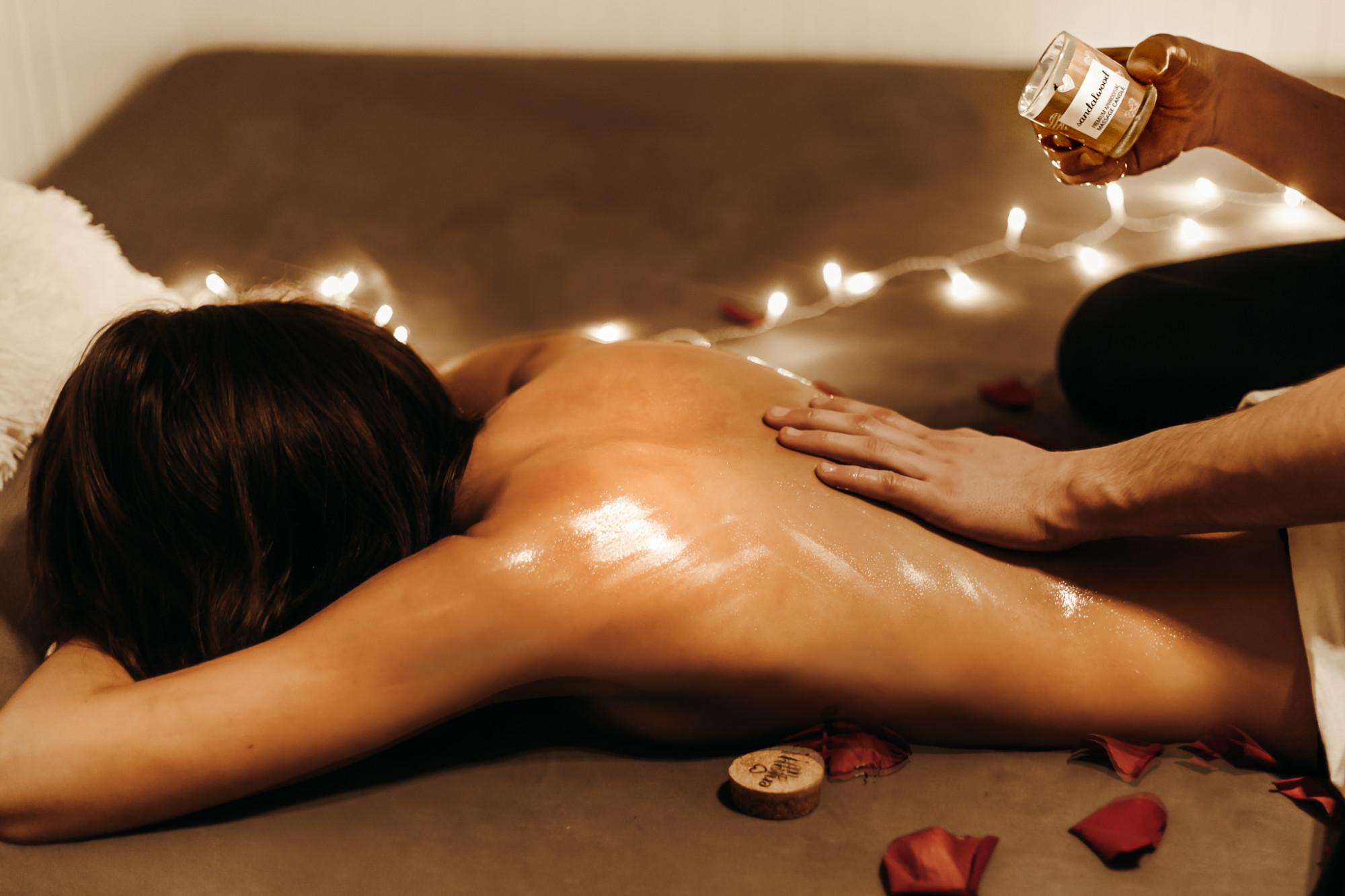 Masážní svíčka na tělo Enjoy it! Blackcurrant and kiwi - Magnetifico
