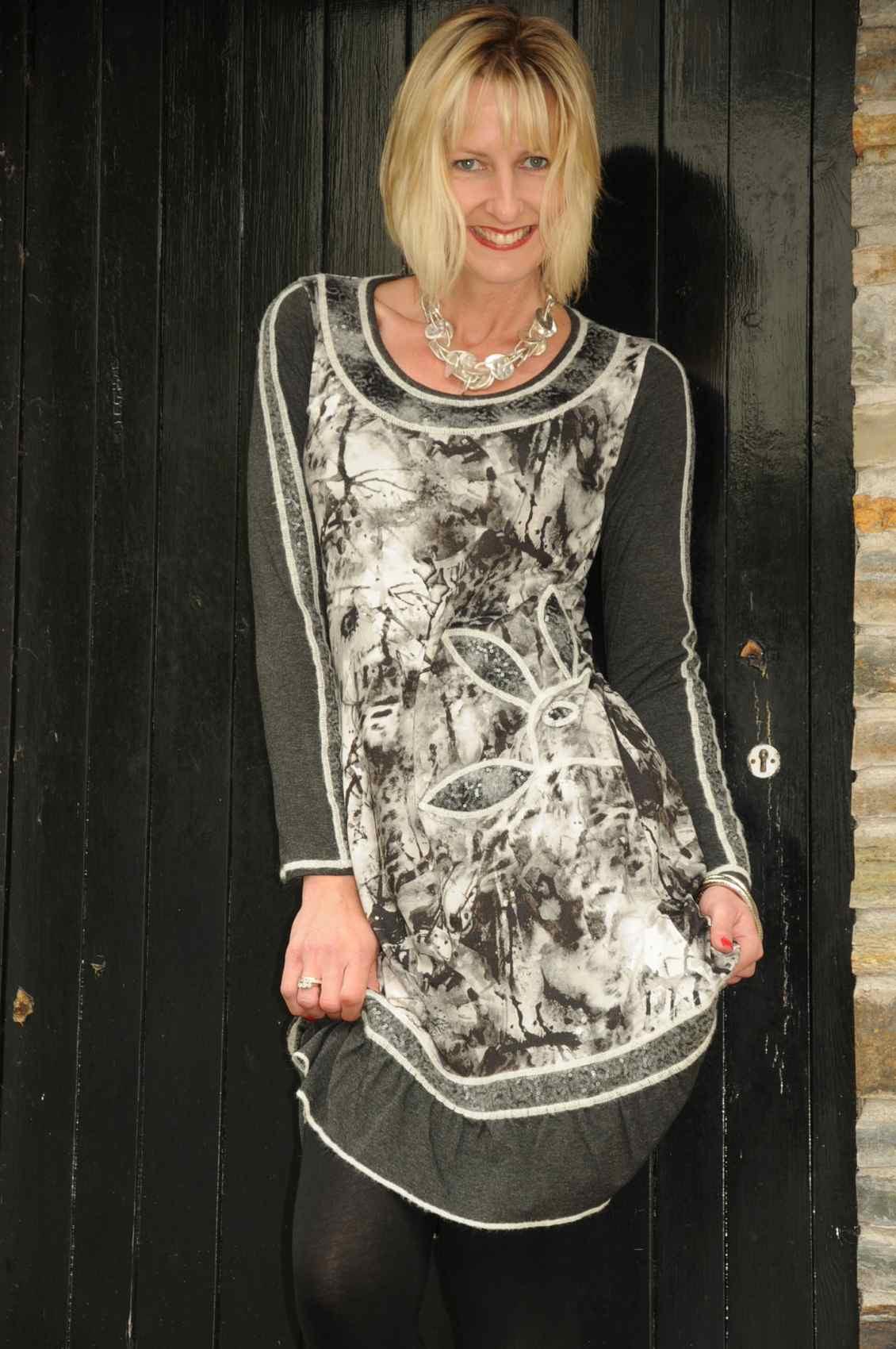 Šaty s dlouhým rukávem R3375 - Roberto Naldi Barva: černá, Velikost: 48